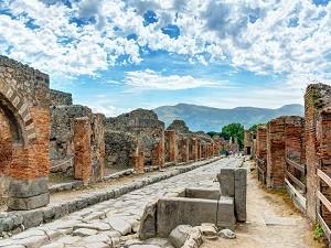 Pompeii-and-Vesuvius-1